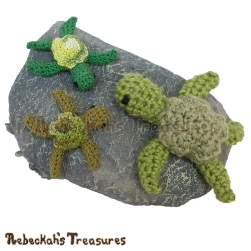 Free Mini Amigurumi Turtle Friend Crochet Pattern by Rebeckah's Treasures! See it here: https://goo.gl/j0yfy5 #crochet #turtle #amigurumi
