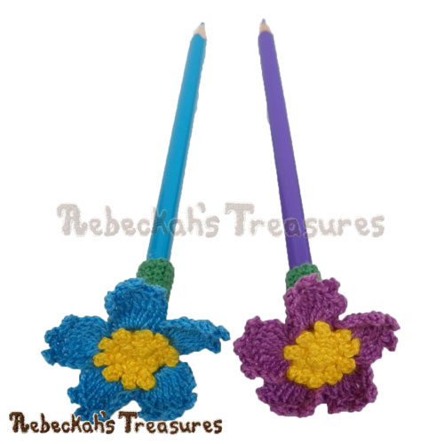 Free Forget-Me-Knot Flower Pencil Topper / Finger Puppet Crochet Pattern by Rebeckah's Treasures! See it here: http://goo.gl/BebcXN #crochet #penciltopper #fingerpuppet #flower