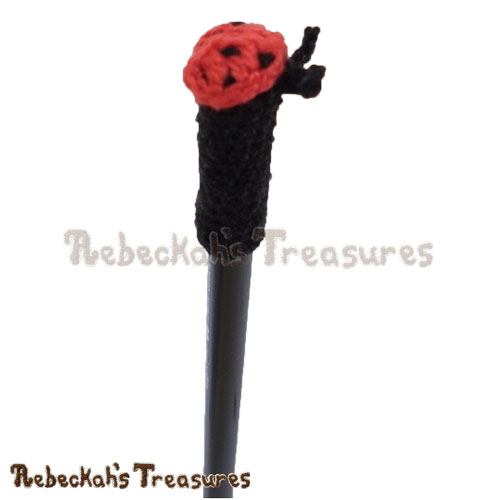 Free Ladybug Pencil Topper / Finger Puppet Crochet Pattern by Rebeckah's Treasures! See it here: http://goo.gl/ULV2e7 #ladybug #crochet #penciltopper #fingerpuppet