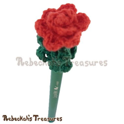 Free Rose Pencil Topper / Finger Puppet Crochet Pattern by Rebeckah's Treasures! See it here: http://goo.gl/BKkuKX #rose #flower #crochet #penciltopper #fingerpuppet
